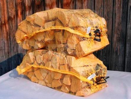 березовые дрова в вязанке